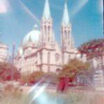 Catedral da Sé feita em camera de orifício e filme cor 35mm. Foto de Roger Sassaki.