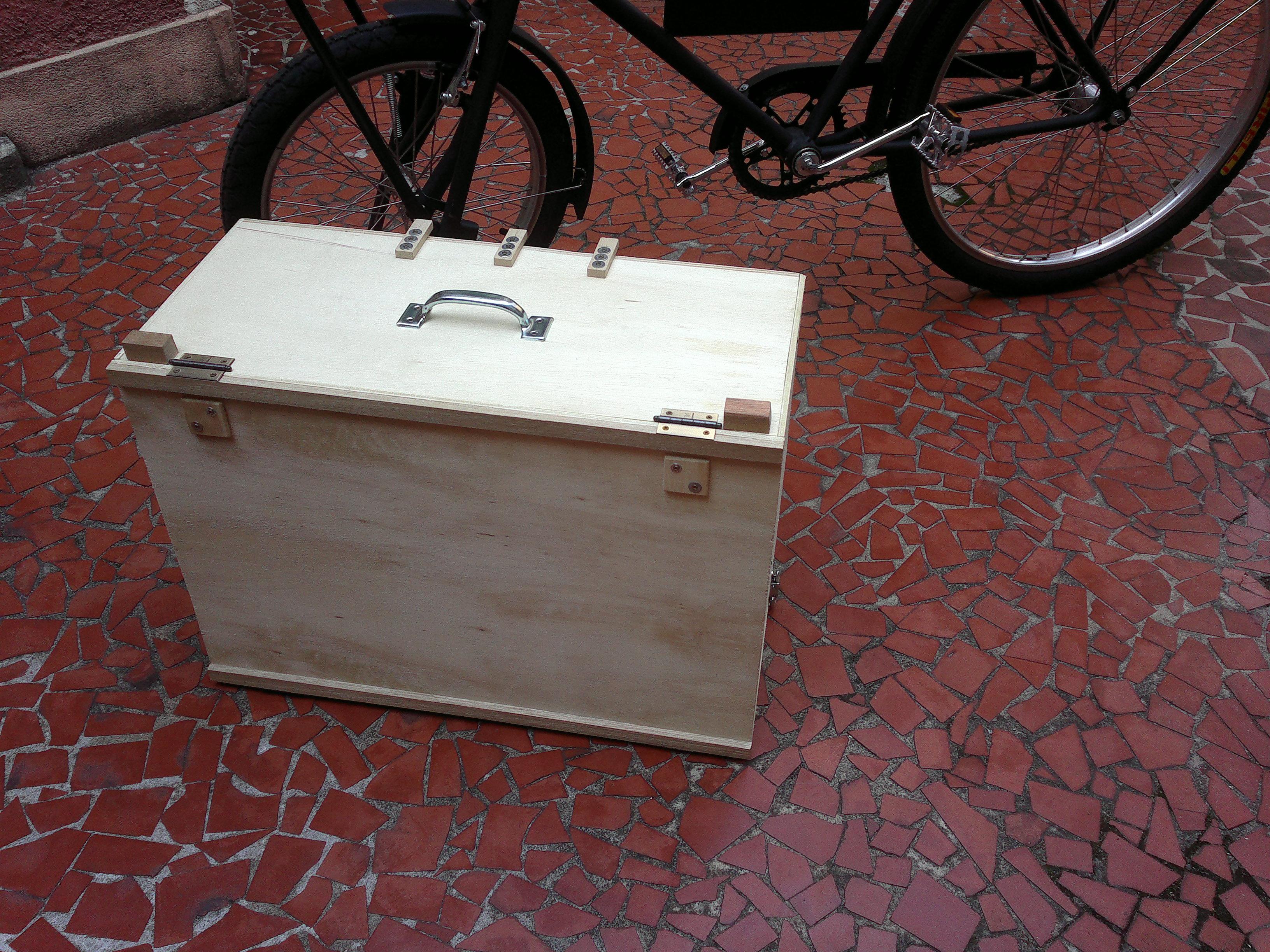 caixa fechada para transporte. Vira uma maleta razoavelmente leve. #673837 3264x2448